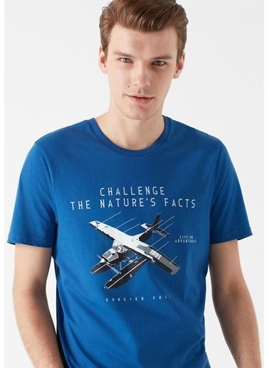 Mavi Uçak Baskılı Tişört Saks
